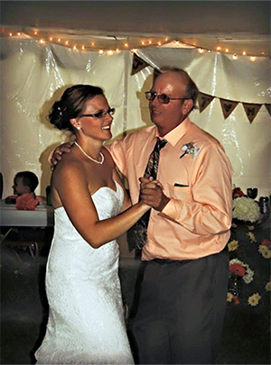 Bride dances with her dad at wedding before he passed away from pancreatic cancer in 2015